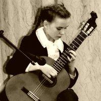 девочка с гитарой :: Сергей