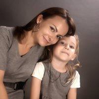 Мама с дочей :: Виктория Велес