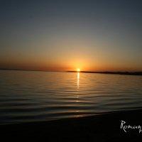 Закат на озере Иссык-Куль :: Roman Arnold