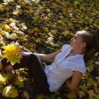 Девушка и осень :: Ольга Рябова