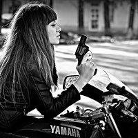 девушка с пистолетом :: Владимир Иванов