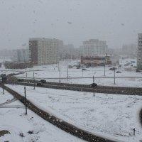 Северодвинск. А где весна? Снег падает не тая, в который раз... :: Владимир Шибинский