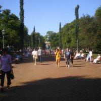 Воскресный день.Парк у Базарной площади.Хельсинки. 2012г. :: Мила