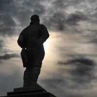 памятник :: Раджив Пирмедов