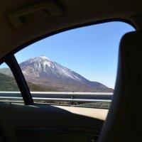 Слева глянь в окно - вулкан, Тейде - местный великан! :: Юрий Мясников