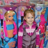 Полинка в магазине игрушек :: Светлана