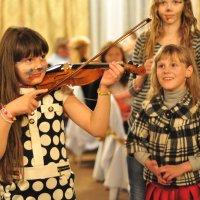 Скрипач и восторженные слушатели :: Ольга Винницкая (Olenka)