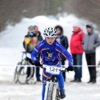 маленький лидер весенней велогонки :: Оксана Грищенко