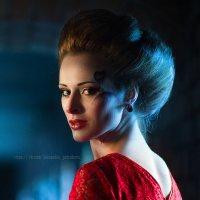 Дама в красном :: Александра Петракова