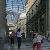 На ступенях картинной галереи.неаполь. :: Лидия кутузова