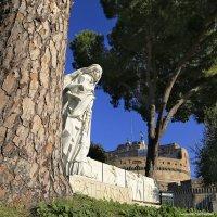 Святая Екатерина, скульптура у замка Святого Ангела :: Татьяна Нестерова