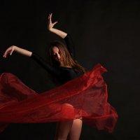 Танец :: Лариса Захарова