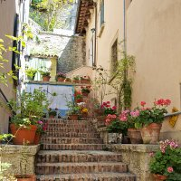 Улочка-лестница в Неми, Италия :: Юрий Казарин