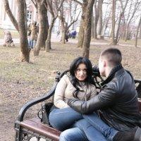 Парочка на скамейке :: Николай Ефремов