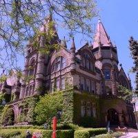 Один из университетов в Торонто (Victoria University, 2) :: Юрий Поляков