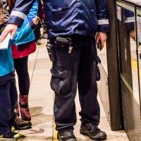 ...вагоновожатый метрополитена Гонконга :: Сергей Андрейчук