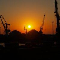 Утро в Одесском порту :: Вячеслав Логвиненко