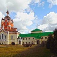 Успенский мужской монастырь г. Тихвин :: Сергей Кочнев