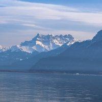 Горы и озеро :: Witalij Loewin