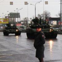 Девушка и танки :: Алексей Ярошенко
