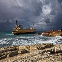 Корабль, севший на мель у берегов Кипра :: Виктор Перякин