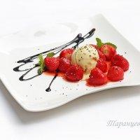 Мороженое с клубникой :: Анна Таранцева
