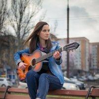 Девушка с гитарой :: Кирилл Аянот