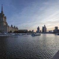 Весна в городе :: Андрей Шаронов