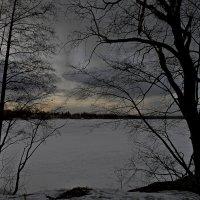 Апрель. Пейзаж со снежной тучей :: Юрий Цыплятников