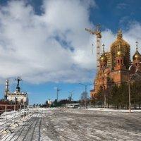 Строительство храма на берегу реки Северная Двина :: Алёна Михеева
