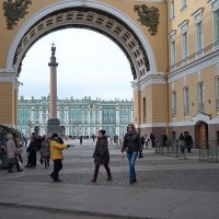Под аркой... :: Anton Lavrentiev