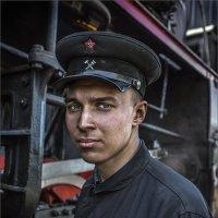 """Помощник машиниста паровоза...(из серии """"Железнодорожная тяга"""") :: Виктор Перякин"""