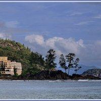 Прибрежный отель на острове Маэ :: Евгений Печенин