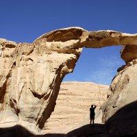 Скальная арка в пустыне Вади Рам, Иордания. :: Леонид Спектор