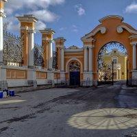 Консисторские ворота - после ремонта :: Valeriy Piterskiy