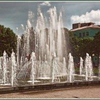 Городские фонтаны :: Юрий Муханов