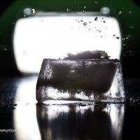 Капля воска на льду :: Владимир Самышев