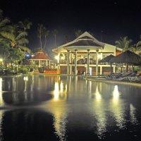 Ночь, улица, бассейн и пальмы...))) :: Владимир Хиль