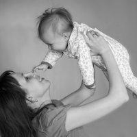 Мама с дочкой :: Михаил Онипенко