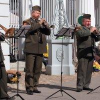 В городском саду играет духовой оркестр... :: Михаил Лесин