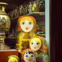 Матрёшки смотрят на тебя! :: Андрей Липов