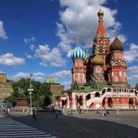 Прогулка по городу :: Валерий Князькин