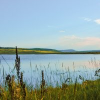 Вечер на озере :: юрий Амосов