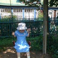На качелях с солнечным зайчиком. :: Мила