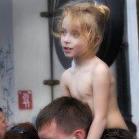 На отцовских плечах :: Цветков Виктор Васильевич