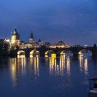 Вечерняя Прага. Вид на Карлов мост. :: Надежда
