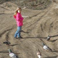 Девочка и голуби :: Сергей В. Комаров