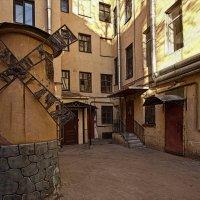 Двор на Гороховой :: Владимир Горубин