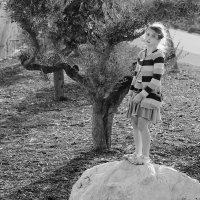 Девочка, которая пыталась посмотреть вдаль, но ей не разрешили...)) :: Margarita Shrayner