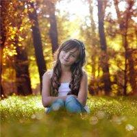 Девочка в осеннем лесу :: Руслан Аминов